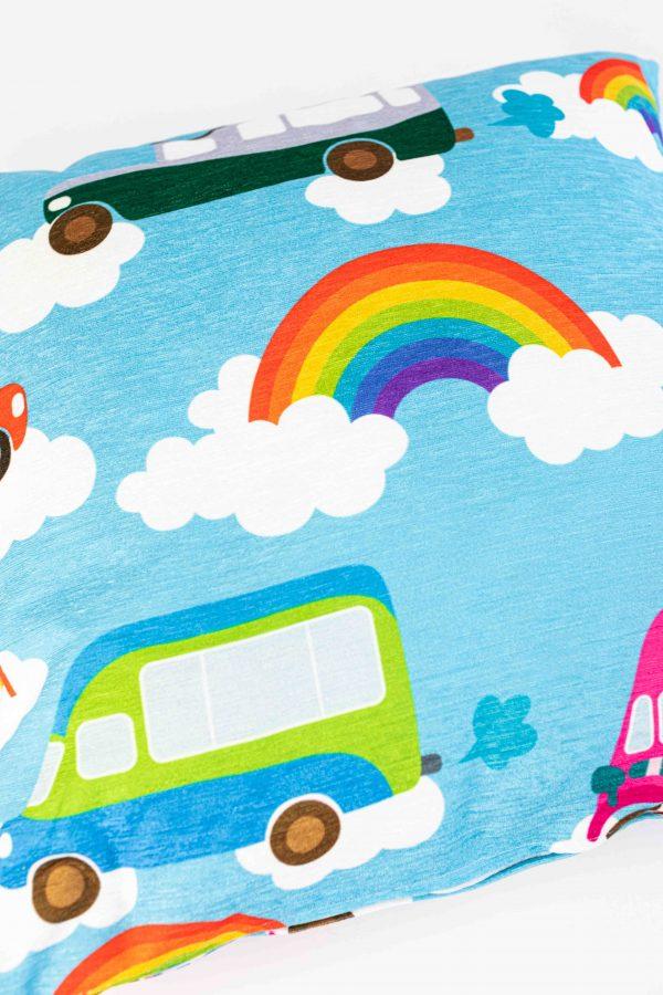 Chenille sierkussensloop Evi - Auto's en regenbogen