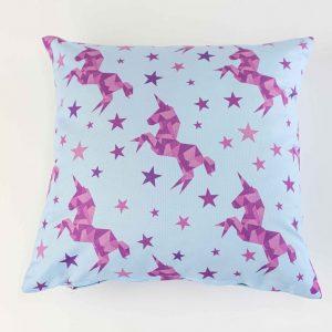 Sierkussensloop Verna - paarse unicorns op blauw